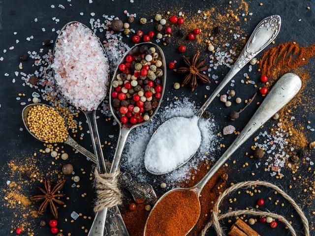 Skedar med kryddor